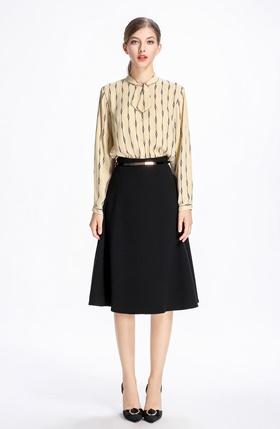 bc5154b3515 Продажа А-образной юбки с цельнокроеным поясом с узкими шлевками на ...